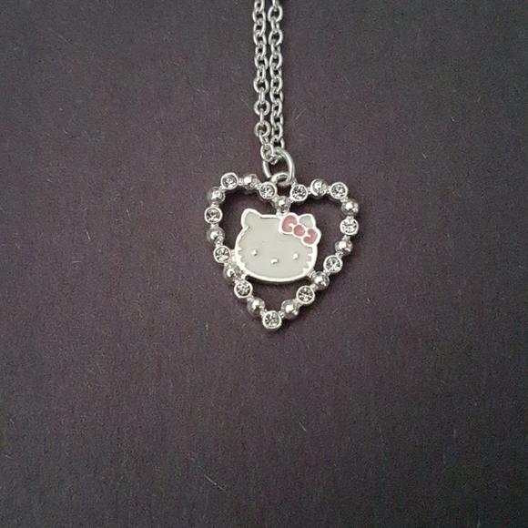 Hello kitty heart necklace